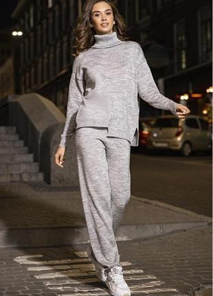 Вязаный костюм прямые штаны и свитер асимметрия, цвет светло-серый, оверсайз, мила