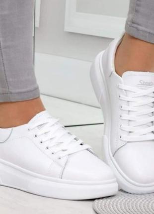 Кроссовки из белой натуральной кожи