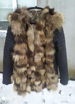 Красивенная курточка с мехом енота