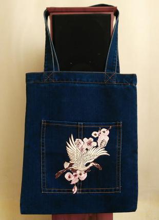 Джинсовая сумка с модной вышивкой аистом