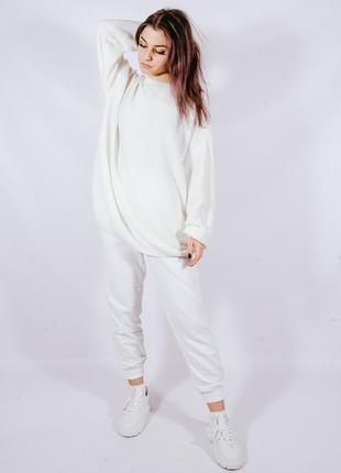 Белый женский свитер объемный, білий жіночий светр
