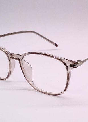 Стильные прозрачно-бежевые компьютерные очки