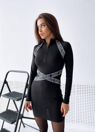 Платье с резинками на молнии