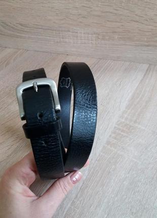 Классический черный ремень с серебристой пряжкой из толстой мягкой кожи