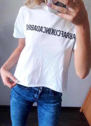 Укороченная футболка белая с надписью размер xs s