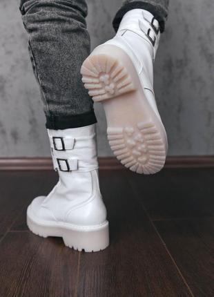 Кожаные белые высокие ботинки на байке и меху