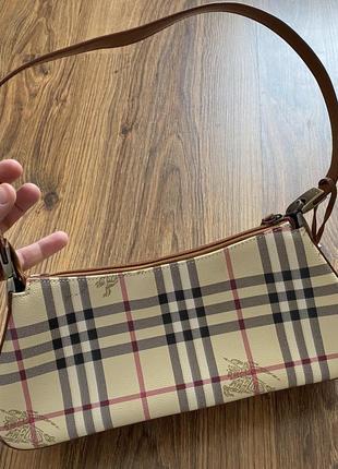 Стильная сумка багет в клетку burberry
