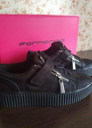 Стильные фирменные кроссовки размер 37, новые