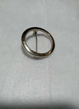 Брошь кольцо, венок  в серебряном цвете диаметр 3 см.