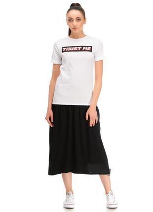 Черно-белое платье-футболка zara спортивного, повседневного кроя.