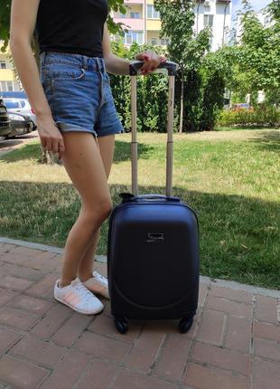 Дорожный пластиковый чемодан wings 310 на 4 колесах. польша