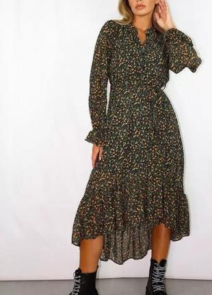 Черное платье длинное на запах с цветочным принтом и оборками