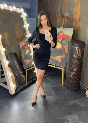 Платье с рукавом фонарик черное