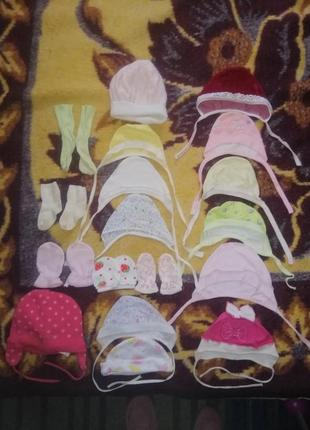 Набор из шапочке, царапок и носочков