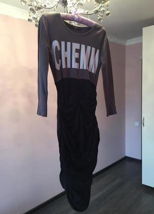Стрейчевое трикотажное платье с красивой сборкой спереди на юбке