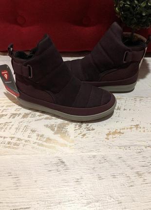 Новые натуральные фирменные ботинки на флисе 39р.