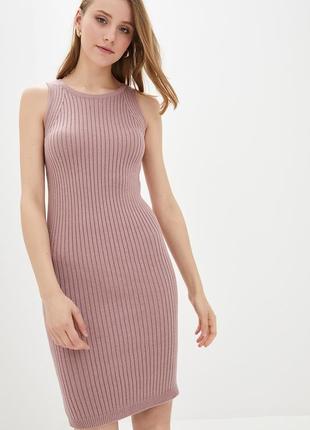 Трикотажное платье без рукавов