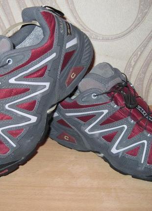 Продам трекинговые кроссовки фирмы salomon 38 размера