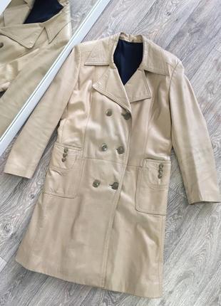 Бежевый плащ пальто из натуральной кожи