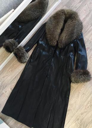 Пальто плащ из натуральной кожи и с мехом чернобурки