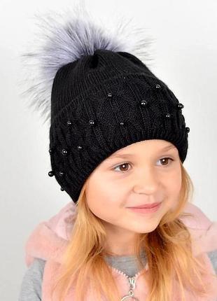 В'язана шапка з намистинами, чорна
