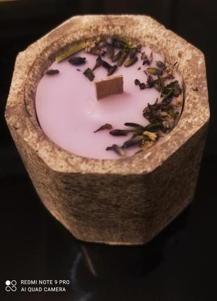 Свеча из пищевого парафина в подсвечнике с деревянным фитилём