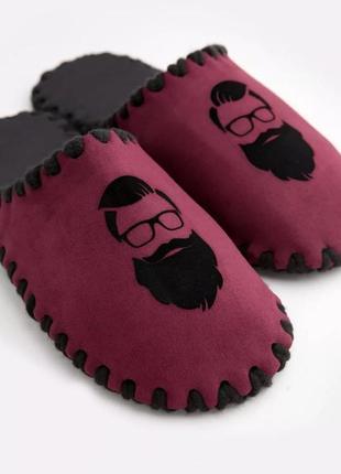 Мужские домашние велюровые тапочки бородач сливового цвета закрытые
