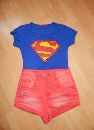 Яркая синяя футболка супермен