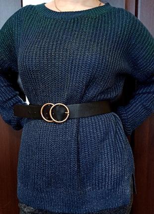 Синий сияющий свитер оверсайзного кроя со спущенным рукавом