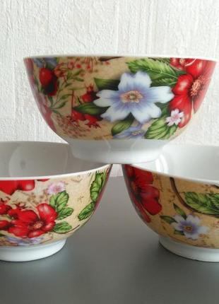 Три яркие пиалы вазочки салатники со цветочным деколем новые