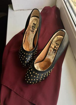Классные туфли на каблуке, с красной подошвой