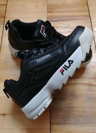 Черные женские кожаные кроссовки на танкетке fila disruptor