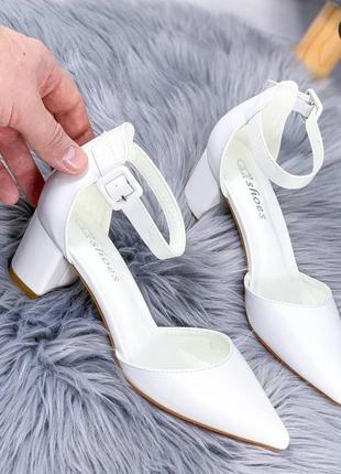 Свадебные белые туфли на толстом каблуке босоножки2 фото