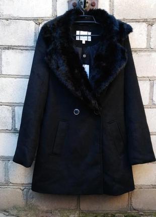 Новое теплое пальто на пуговицах с воротом