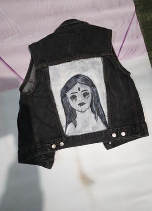Джинсовая жилетка разрисованая на заказ