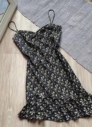 Платье в цветы с воланом zara