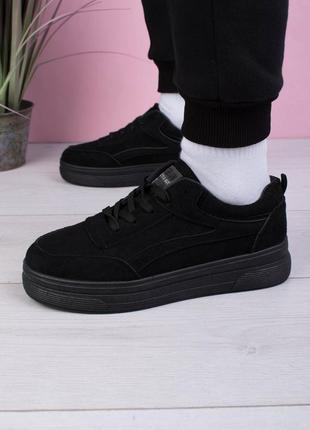Женские черные кроссовки из эко-замши на шнуровке