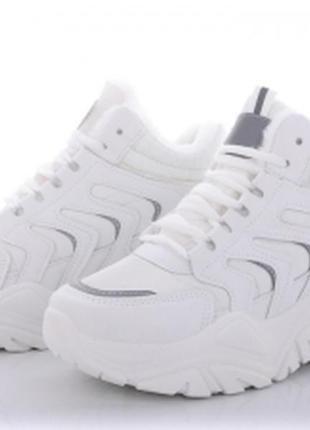 Зимние кроссовки белые и черные