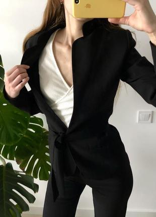 Чёрный стильный брючный костюм с поясом брюки клёш на высокую девушку