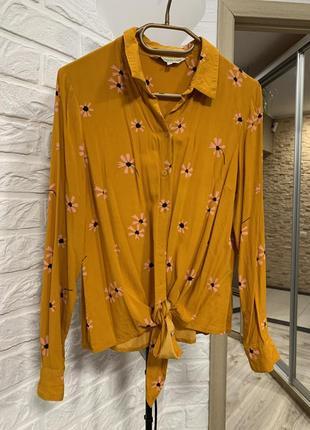 Рубашка женская с длинным рукавом горчичная из вискозы в цветочный принт на завязках
