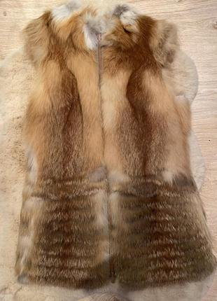 Меховая жилетка из меха лисы на молнии
