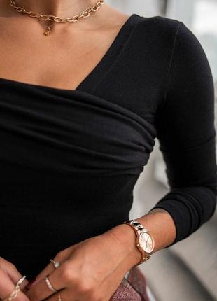 Кофта на одно плечо со спущенным плечом джемпер