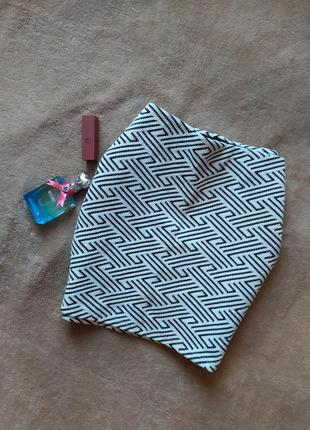 Плотная качественная мини юбка в орнамент