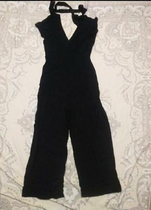 Классичечкий черный комбинезон с завязками сзади