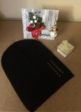 Базовая чёрная трикотажная шапка бини осенняя c&a