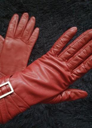 Перчатки. кожа