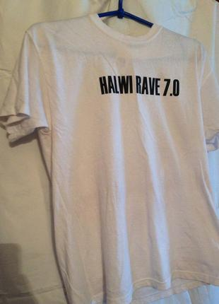 Беля футболка с надписью