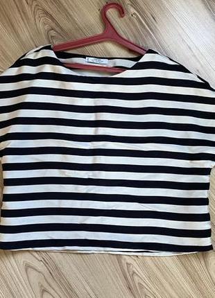 Актуальная блуза в полоску со спущенными рукавчиками