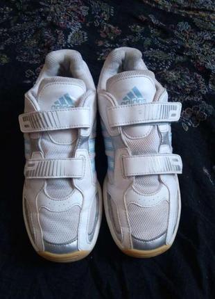 Кроссовки на девочку,фирма adidas
