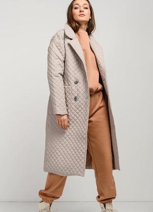 Стеганое пальто демисезонное